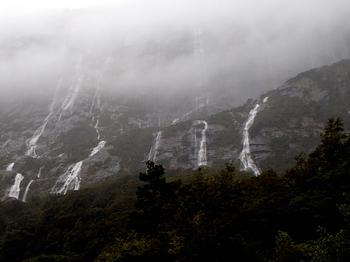 フィヨルドの滝 のコピー.jpg